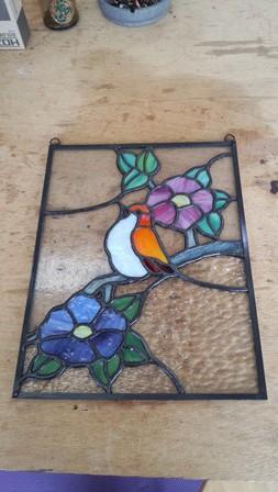 2作目のステンドグラスです。小鳥がモチーフです。