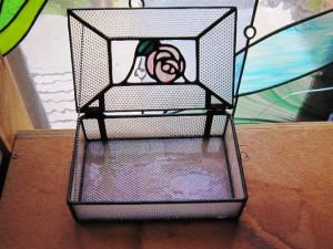 ステンドグラスで作ったケース