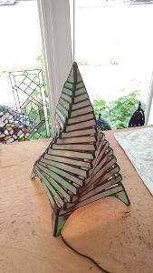 ステンドグラスで作ったランプです