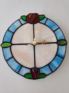 ステンドグラスで作った時計です