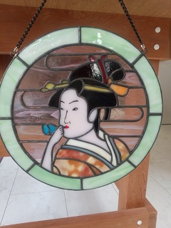 歌麿の浮世絵「ビードロを吹く女」より。着物の柄が気に入っています。