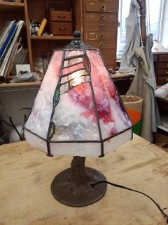 娘への贈り物にステンドグラスのランプを作りました