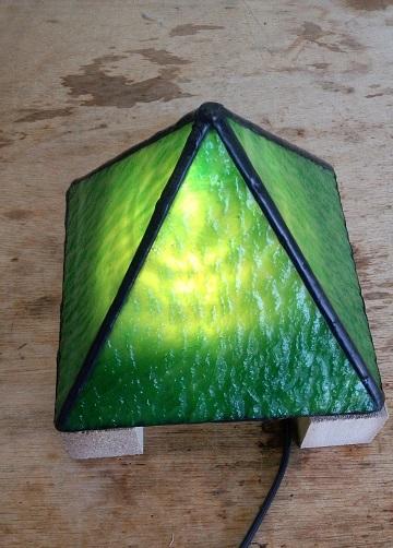 ステンドグラスのランプの完成です