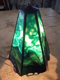 ランプです。海のイメージで、ガラスの柄合わせ いい感じの灯りです。